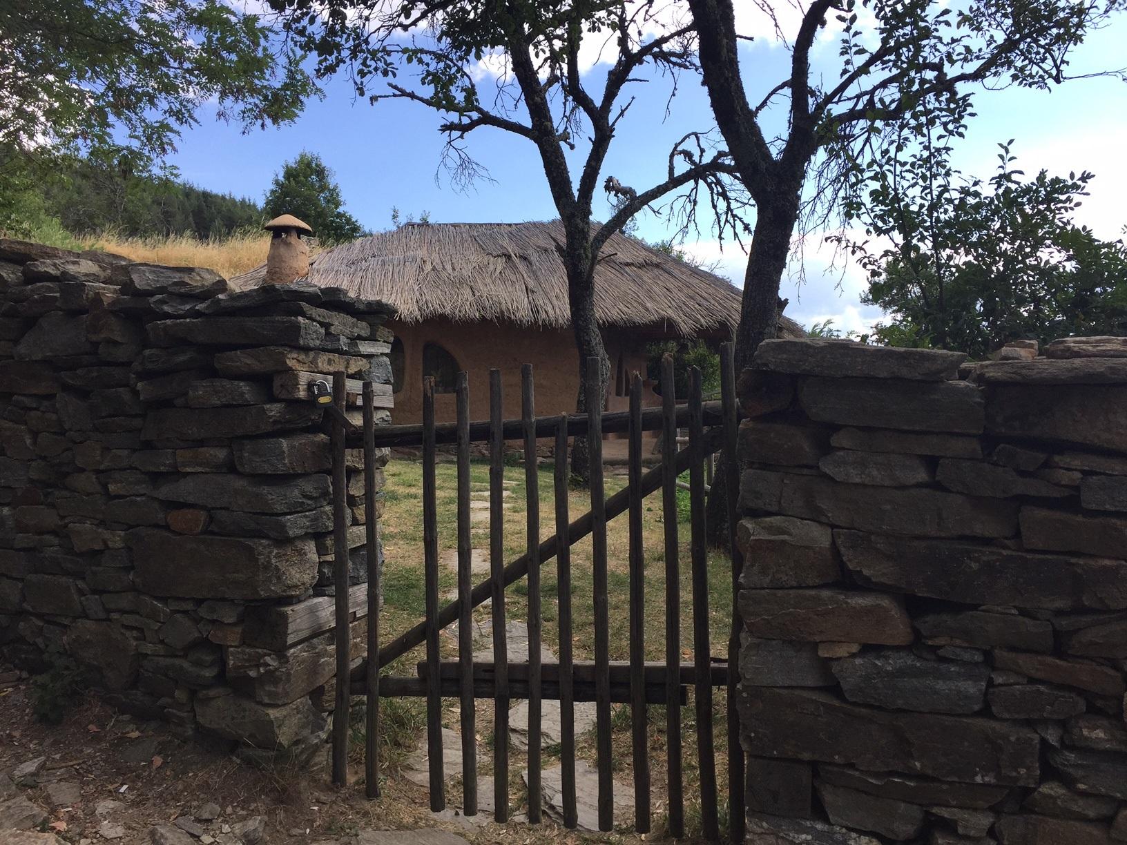 Приказна къща в Лещен