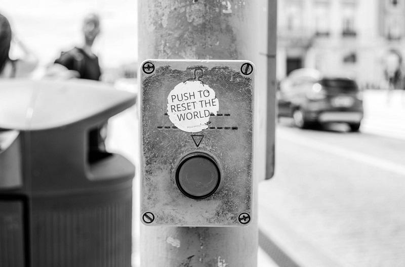Копче за reset на света?