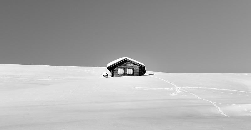 Хижа в снега